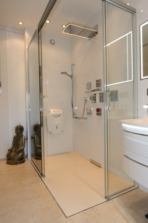 Bad trend wohlf hlbad mit wohncharakter lehof bad lehof bad for Raufasertapete grau