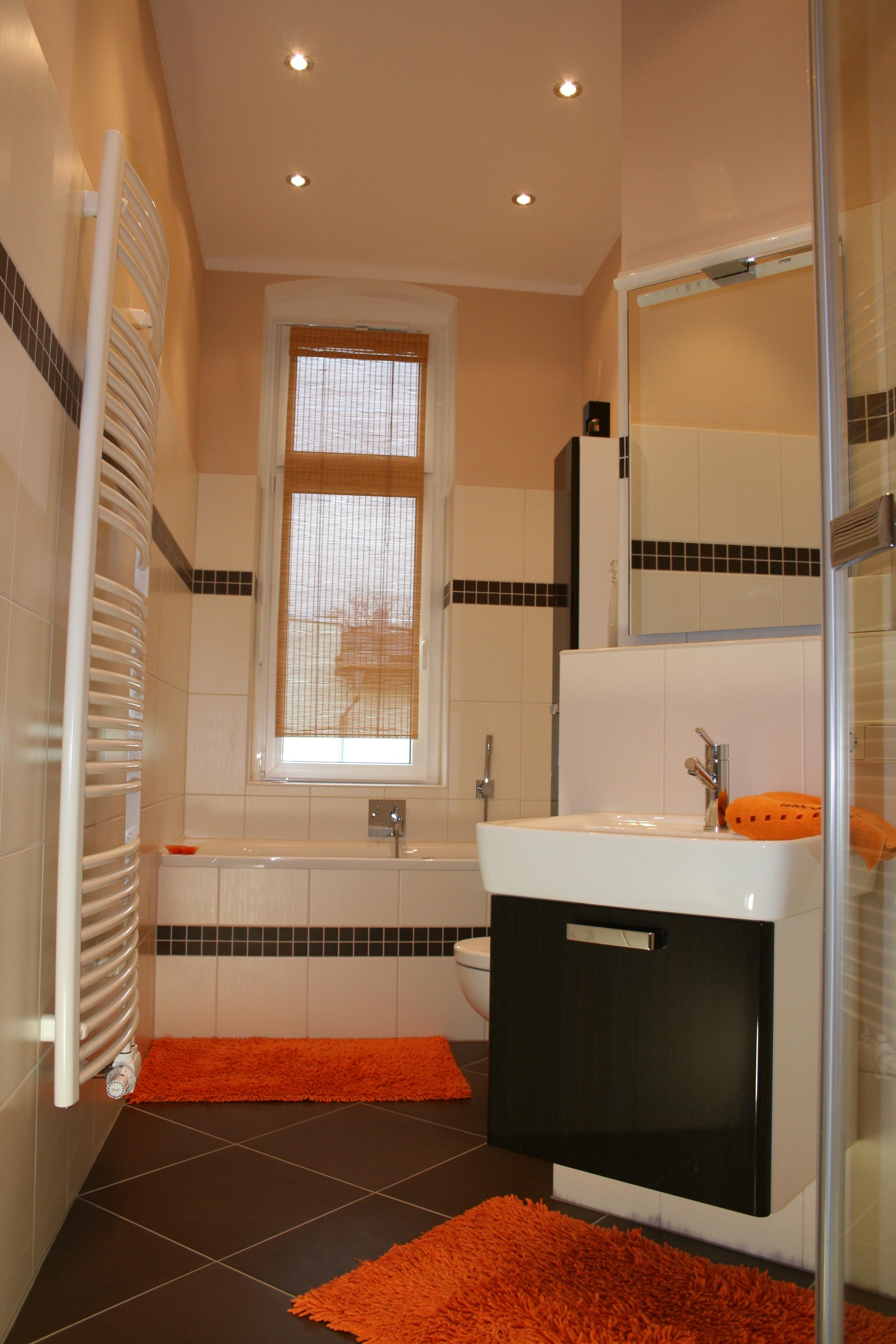 waschbecken schmal finest neg waschbecken unoa abgerundet wei mit schmalem with waschbecken. Black Bedroom Furniture Sets. Home Design Ideas