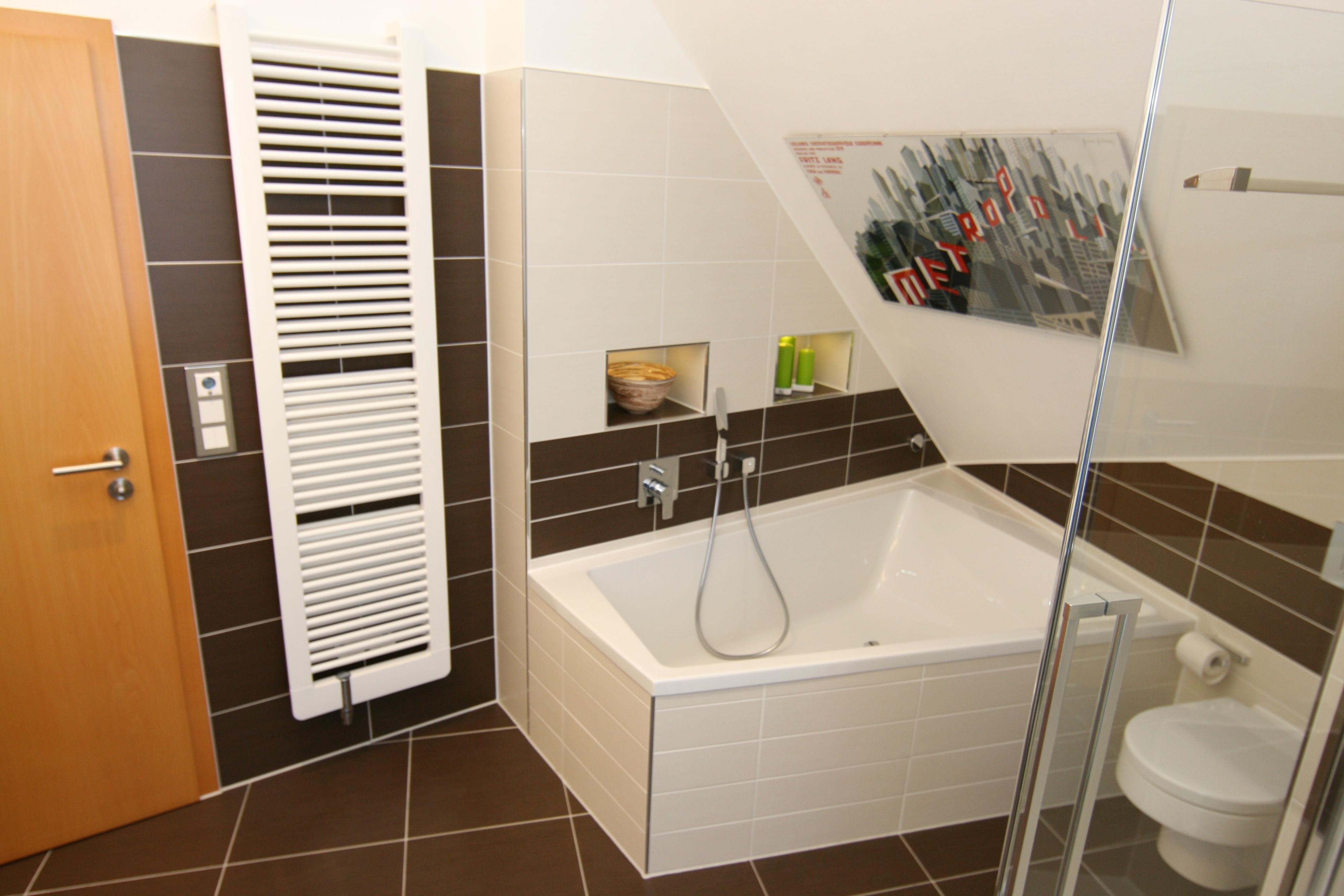 Beeindruckend Dusche In Dachschräge Ideen Von Die Geräumig, Groß Mit Praktischer Und Bequemer